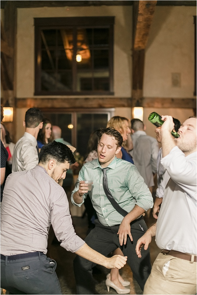 Guests-Dancing-at-Reception