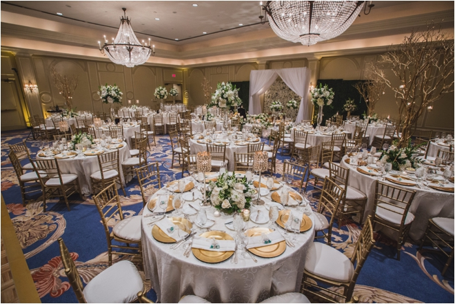 Green-White-and-Gold-Wedding-Decor