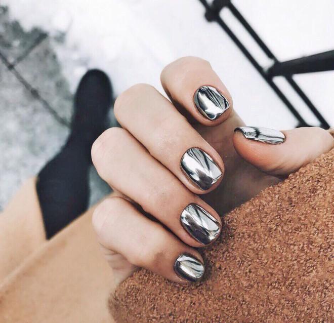 Silver Chrome Manicure