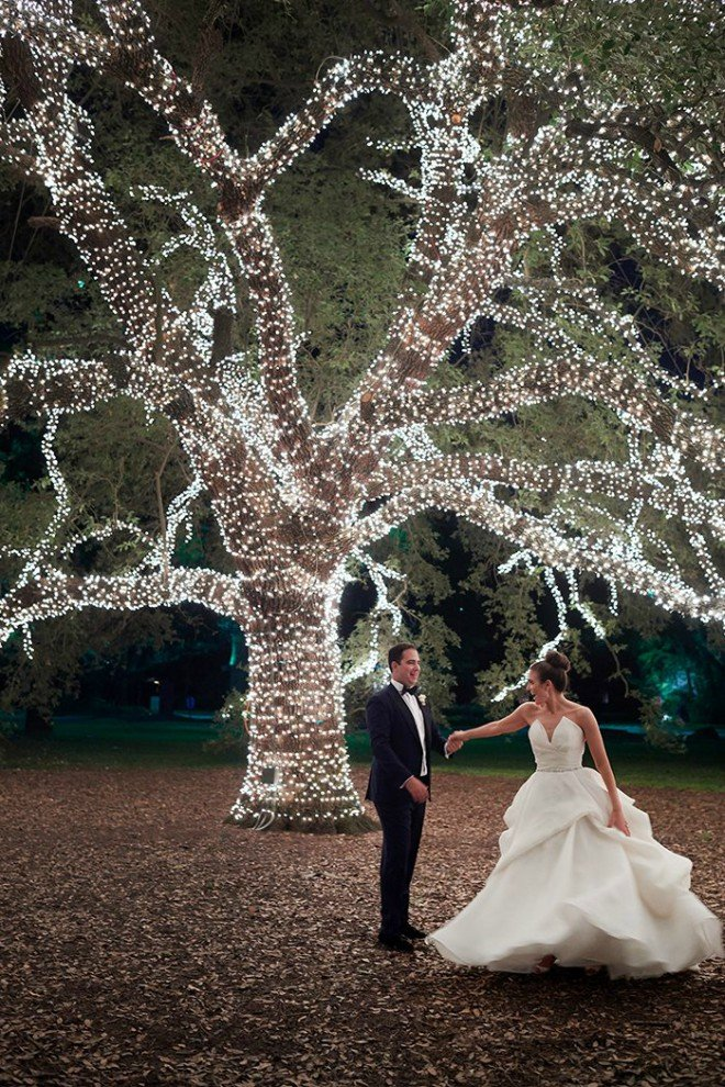 Couple dancing under the Great Oak at The Houstonian Hotel, Club & Spa