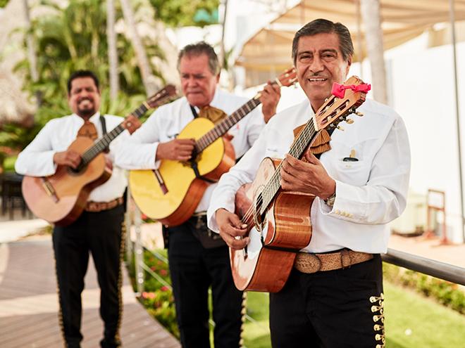 beach destination wedding, Mexico, Puerto Vallarta, summer wedding, wedding entertainment, mariachi band