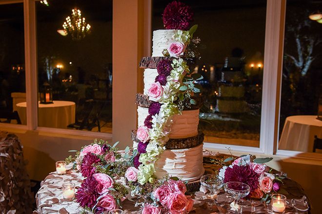 rustic autumn wedding, briscoe manor, kiss and makeup houston, wedding reception, wedding cake with burgundy and pink flower decorations