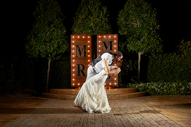 rustic autumn wedding, briscoe manor, kiss and makeup houston, wedding photography, bride and groom, mr. and mrs. sign
