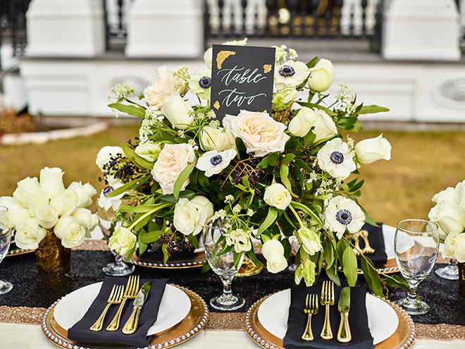 ivory and gold styled shoot, events de luxe, civic photos, sandlewood manor, plantation wedding, black accents, timeless wedding decor, table setting, ivory floral centerpiece