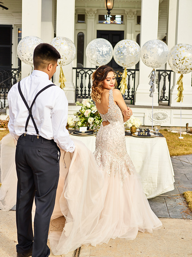 ivory and gold styled shoot, events de luxe, civic photos, sandlewood manor, plantation wedding, black accents, timeless wedding decor, lace wedding dress