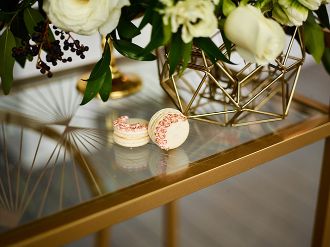 ivory and gold styled shoot, events de luxe, civic photos, sandlewood manor, plantation wedding, black accents, timeless wedding decor, gourmet macarons, wedding desserts