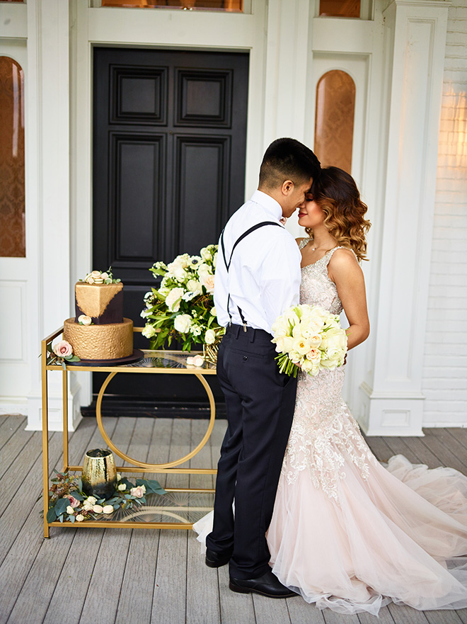 ivory and gold styled shoot, events de luxe, civic photos, sandlewood manor, plantation wedding, black accents, timeless wedding decor, gourmet macarons, wedding desserts, black and gold wedding cake, cakes by gina