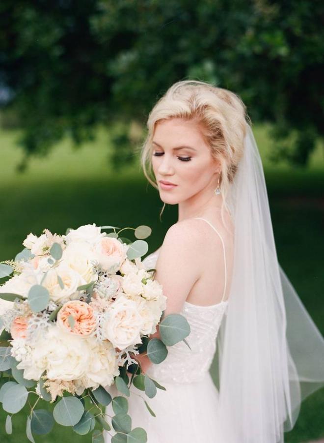 outdoor houston wedding makeup hair bride etoilly frizz wind sweat shine
