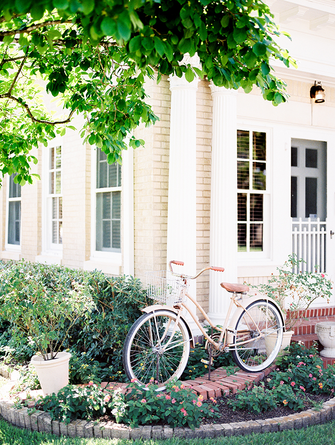 conroe texas wedding plantation venue vintage bicycle bike basket outdoor ceremony