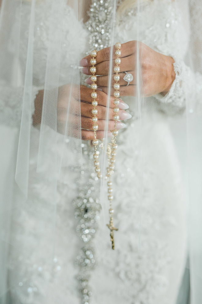 Eri Reyna photography bride portrait rosary lace wedding gown
