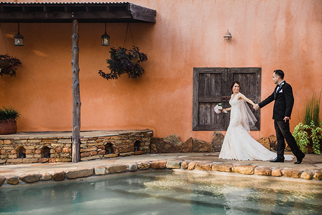 Eri Reyna photography outdoor couple portrait pool