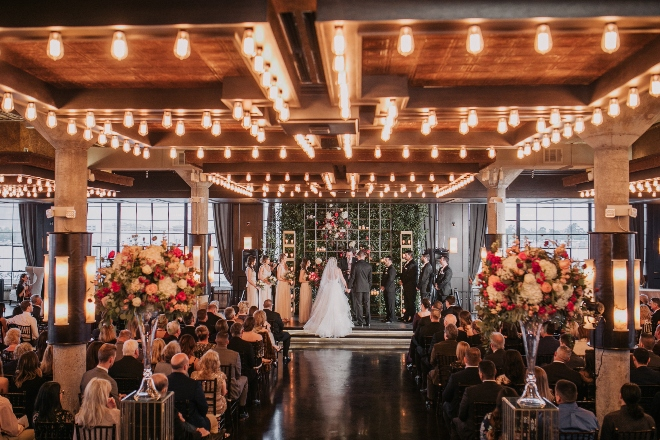 modern elegant spring wedding the astorian edison bulbs ceremony