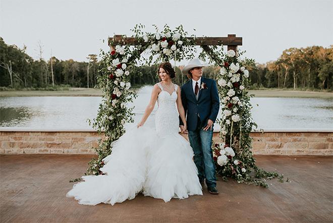 Oudoor Lake View Ceremony Wedding Venue