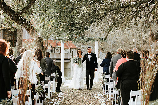 Texas Barn Weddings at Eagle Dancer Ranch - live oaks outdoor ceremony