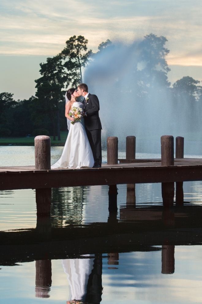 relaxed weekend weddings woodlands resort lakeside waterfront outdoor ceremony
