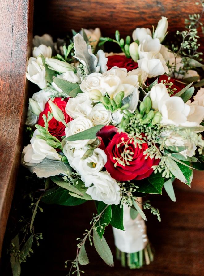 winter bride bouquet christmastime wedding