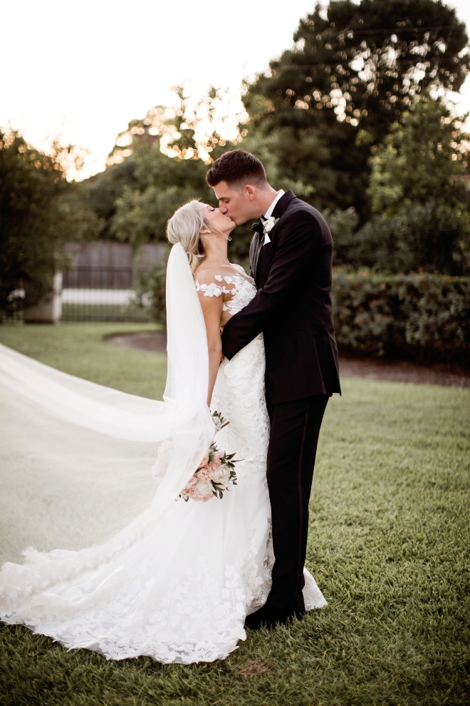 outdoor ranch wedding houston bride groom dream bouquet ashton gardens