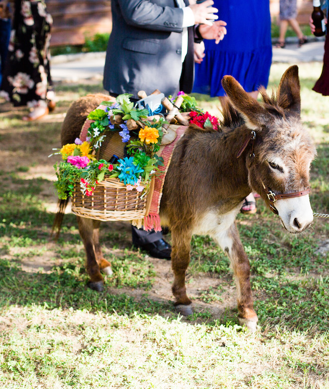 Creative Ways to Serve Alcohol at Your Wedding - beer burros