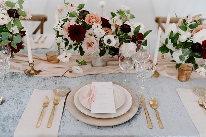 vintage, pedastal floral vases, wood charger plates, blue, velvet linen, table decor