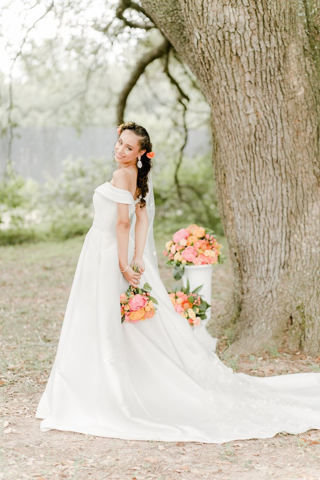 chinoiserie themed, houston, wedding photography, amy maddox, photography, wedding venue, sandlewood manor, samantha's artistry, styled shoot, pink, red, orange, bridal portrait, wedding dress
