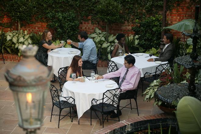 bridal shower ideas, houston, alfresco, brunch, brennan's of houston, outdoor courtyard