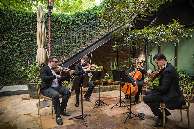 wedding photography, live music, wedding, outdoor ceremony, brennan's of houston, courtyard
