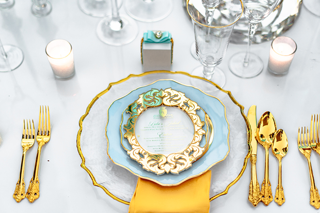 plate, charger, dinnerware, gold charger, yellow napkins, blue dinner plate, menu cards