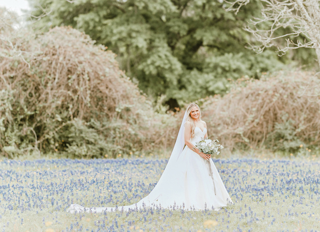 bridal portrait, outdoor, blue bonnet, bridal bouquet, pretty, amy maddox photography