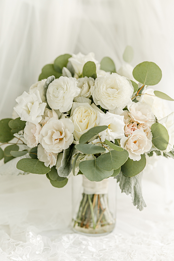 bridal bouquet, white, flowers, eucalyptus, summer wedding, wedding shots