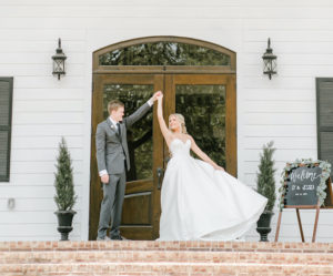 Timeless Summer Wedding at The Estates at Pecan Park
