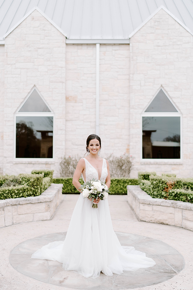 bridal portrait, outdoor, bridal gown, bridal portrait, bridal hair, updo, sleeveless wedding dress, deep v, briscoe manor