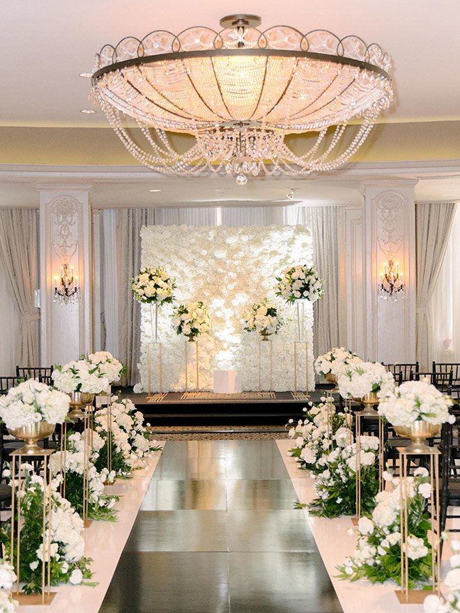 classic wedding, white, gold, black, tall, florals, floral backdrop, ceremony decor, altar, roses, hotel zaza, stephania campos, black runner