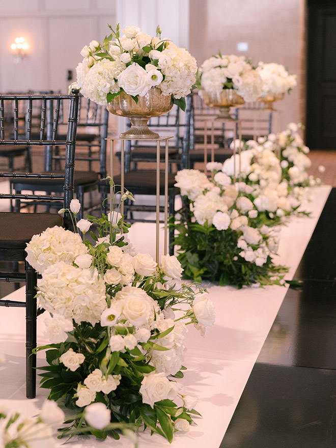 classic wedding, white, gold, black, tall, florals, floral backdrop, ceremony decor, altar, roses, hotel zaza, stephania campos, black chiavari