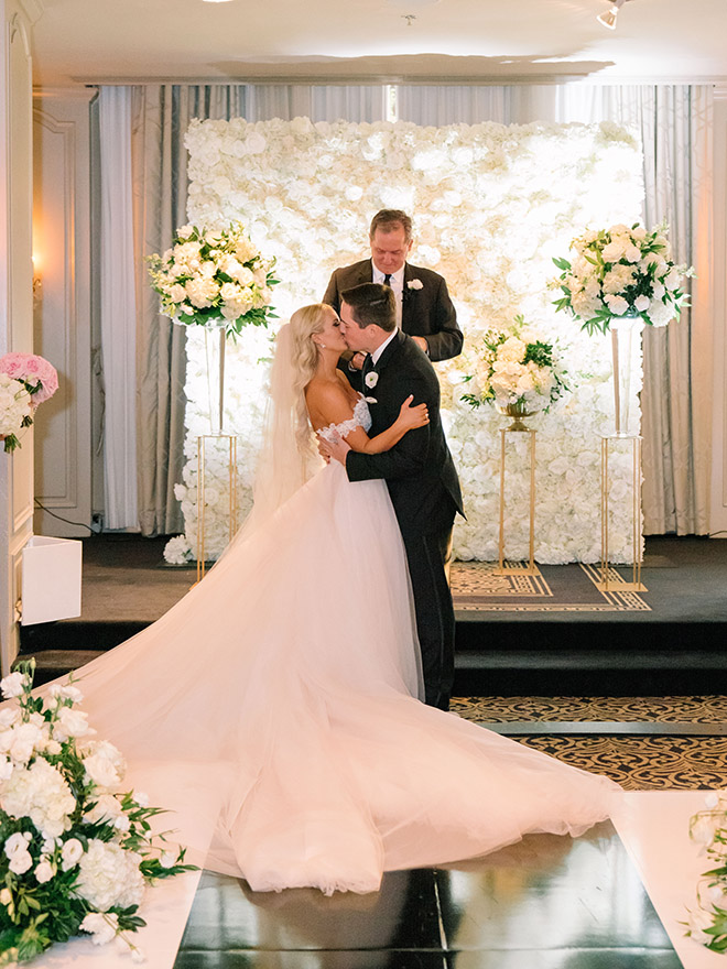 classic wedding, white, gold, black, tall, florals, floral backdrop, ceremony decor, altar, roses, hotel zaza, stephania campos, bride, groom, elegant, timeless