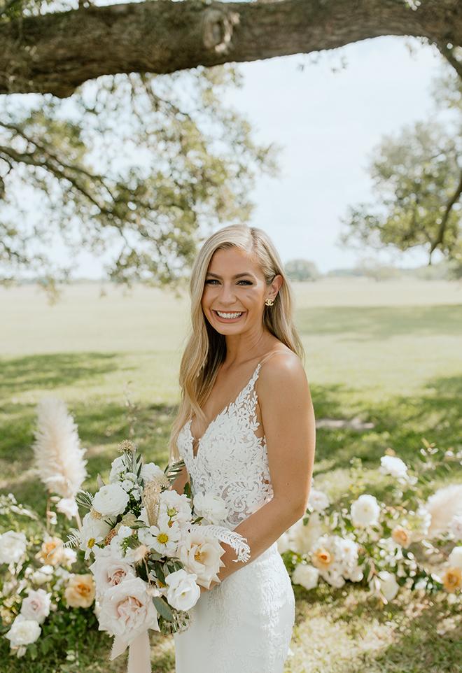 bridal portrait, outdoors, daytime, bridal hair, bridal makeup, natural, down, long, bridal bouquet, blush, white, ivory, champagne