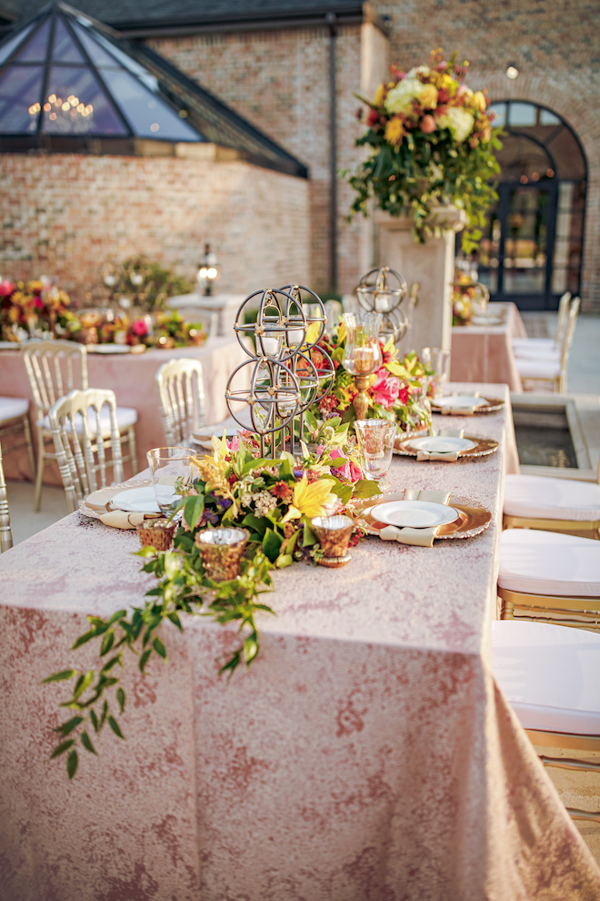 rehearsal dinner decor, table setting, outdoor, courtyard, floral centerpieces, gold flatware, gold chargers, beautiful, vibrant, unique