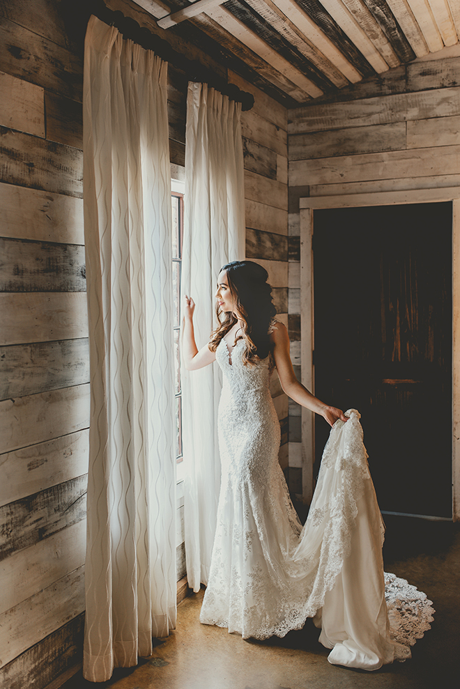 bridal portrait, bridal gown, big sky barn, bridal suite