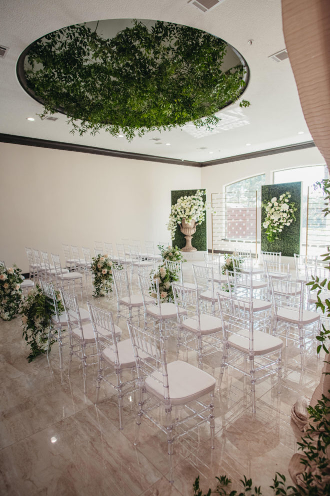 greenery, chiavari, acrylic, roses, ceremony, interior, candles, bright, contemporary, marble