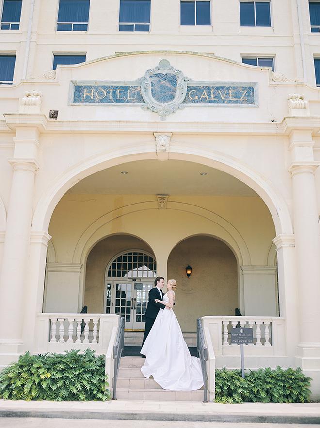 bride and groom portraits, hotel galvez, galveston, venue, historic