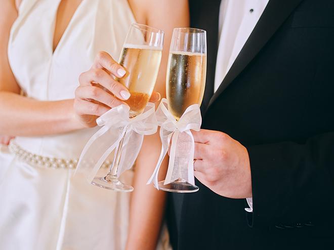 bride, groom, champagne glasses