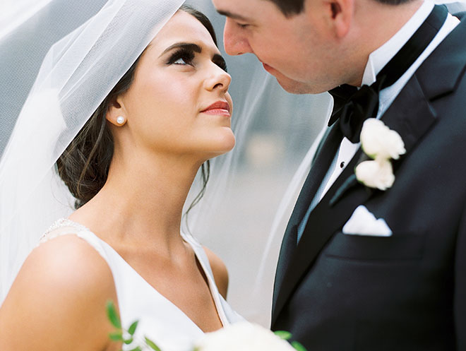 Couple portrait, outdoor photo, the woodlands country club, bridal bouquet, white flowers, tuxedo, bridal veil