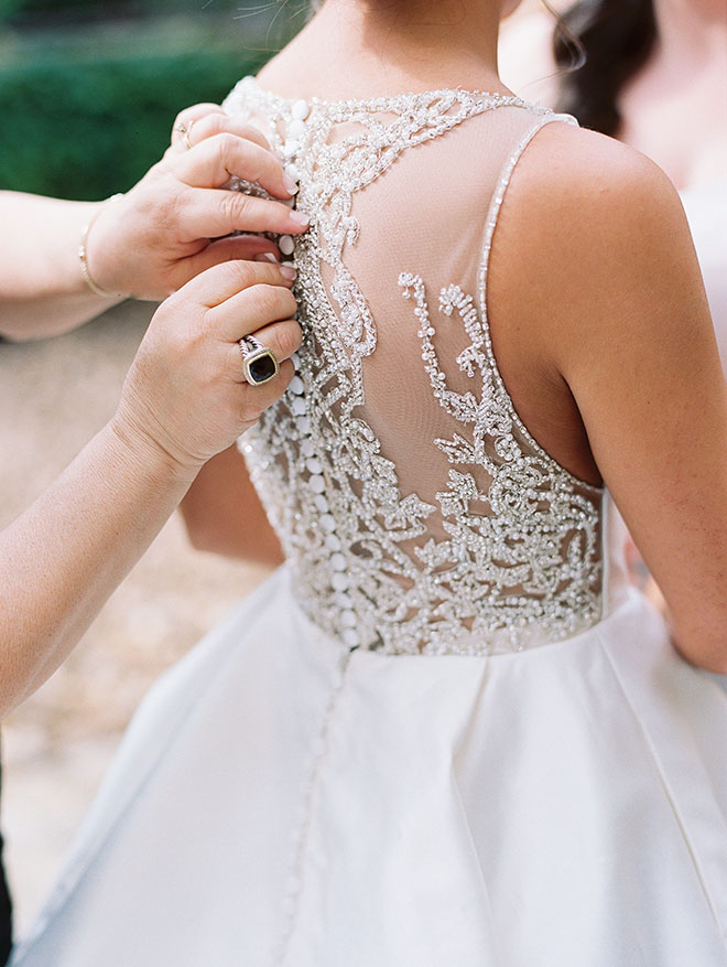 bridal portrait, glass beaded dress, the woodlands country club, bridal bouquet, getting ready, dress portrait, bridal fashion, bridal veil