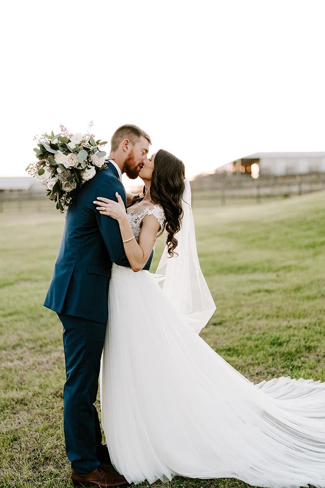 bridal gown, bride, groom, emily figurelli, houston photographer, groom's suit, navy, blue, bridal bouquet