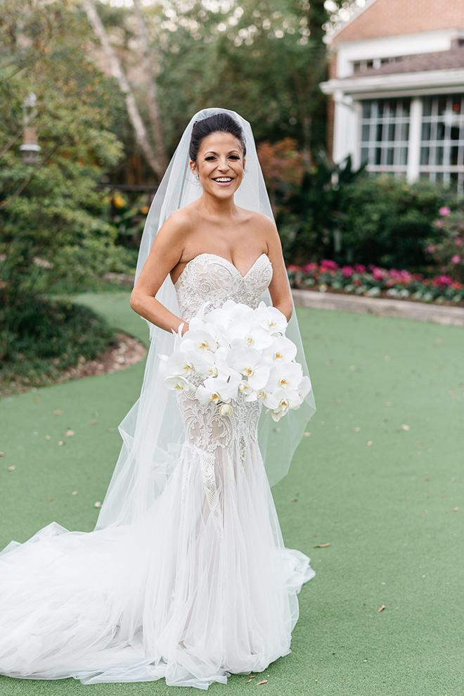 bridal portrait, strapless bridal gown, long veil, orchid bouquet, white, elegant, classic