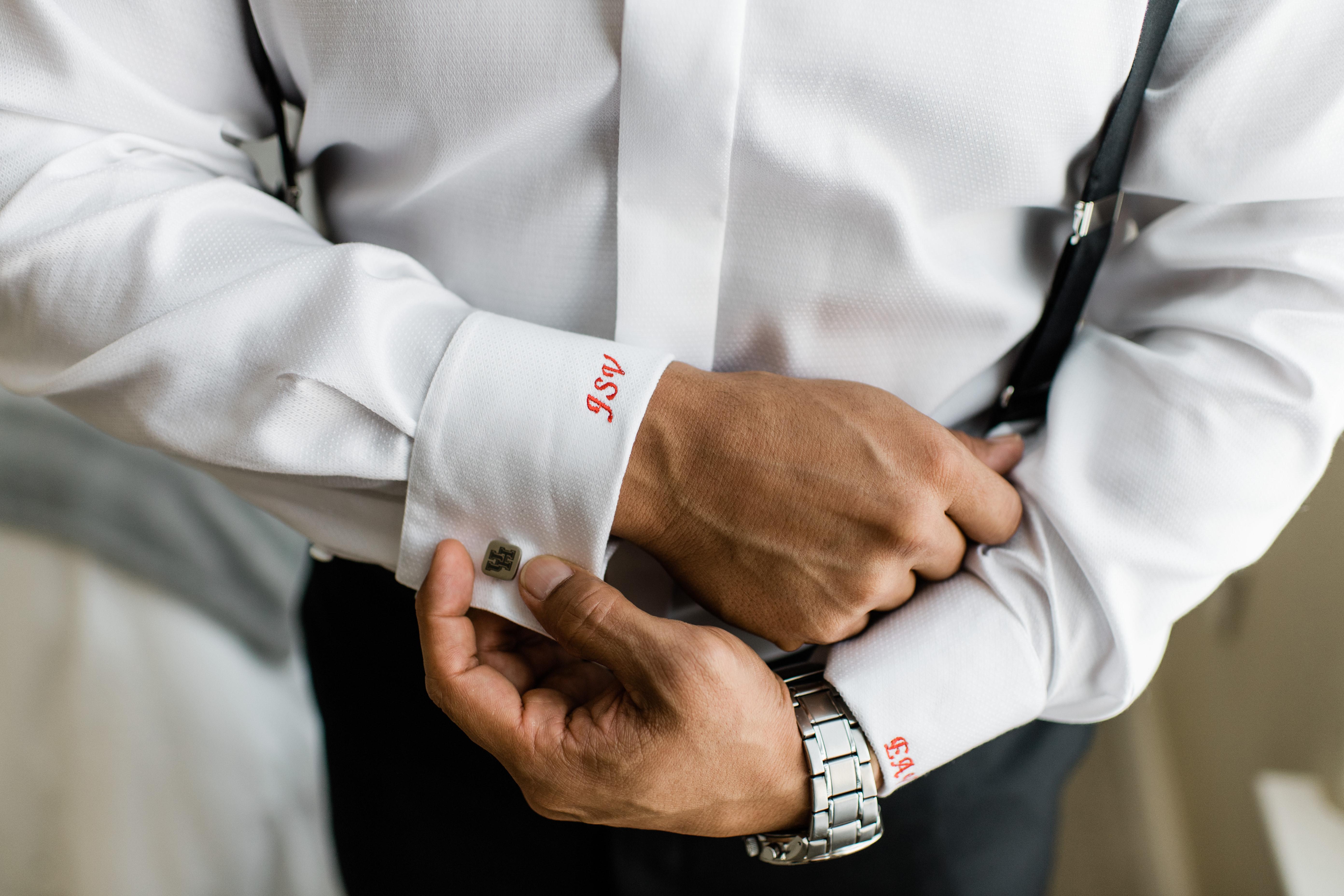 The groom has University of Houston cuff links.