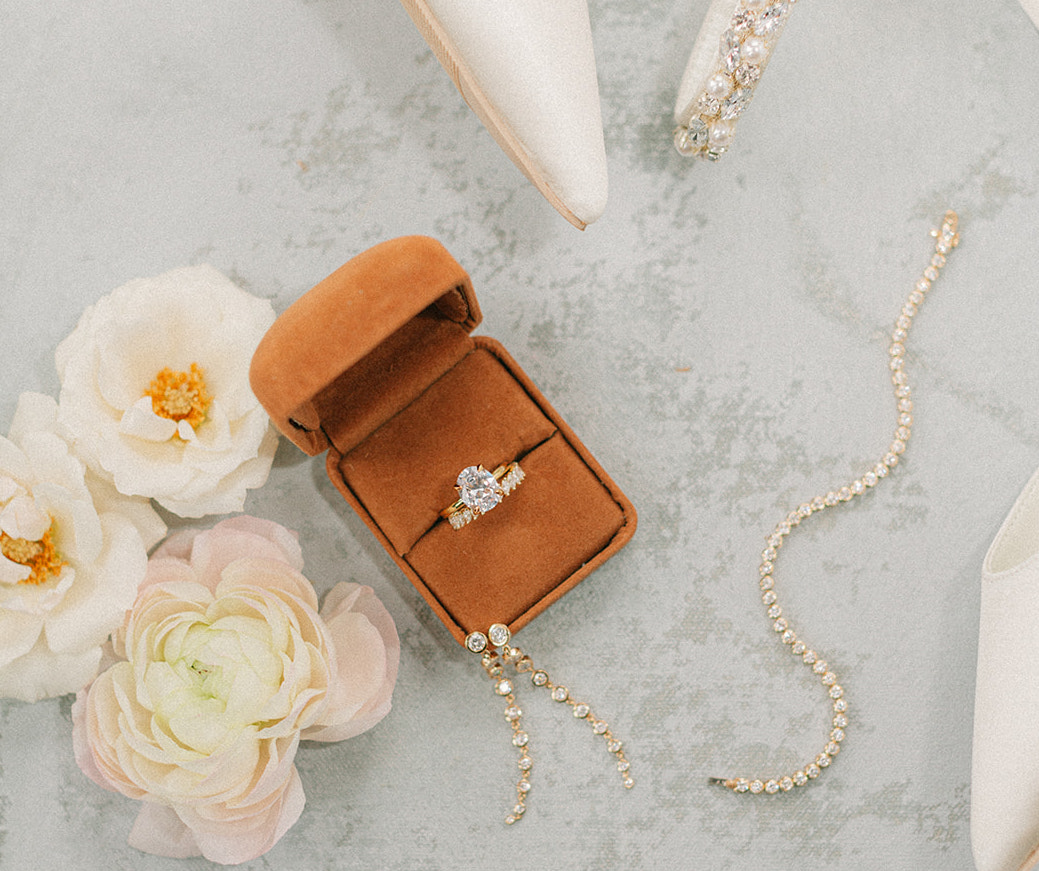 Oval-cut diamond ring for the styled shoot at The Mansion at ColoVista.
