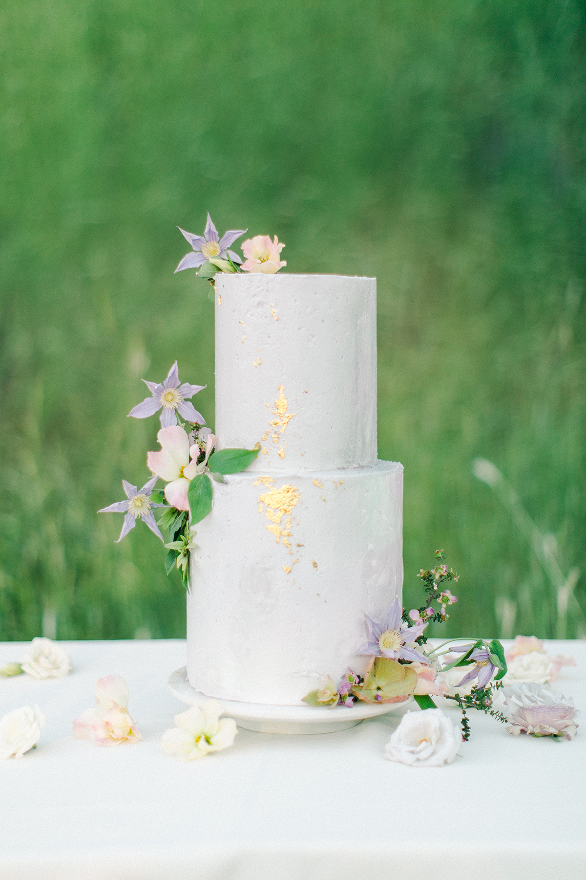 wedding cake - blue and gold