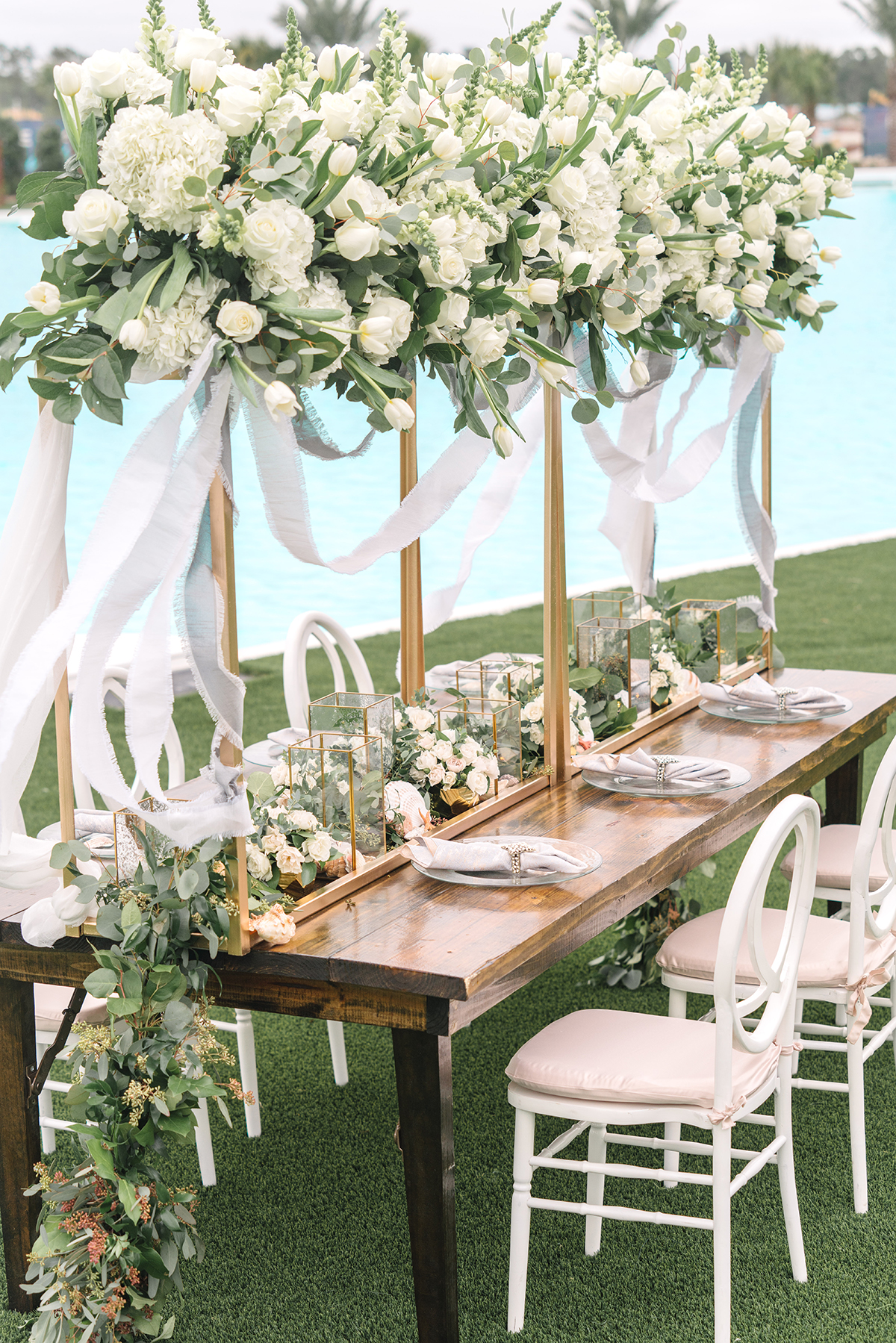 upscale beachy wedding table and decor
