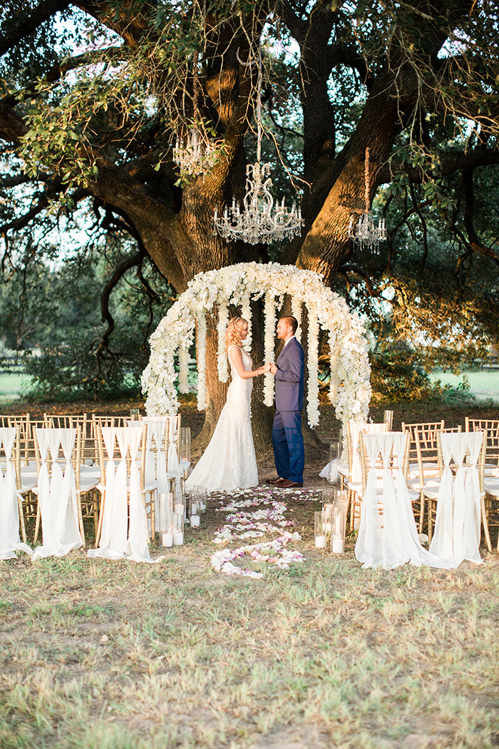 F. Scott Fitzgerald Inspired Styled Shoot for Weddings in Houston - Photo: Kelly Hornberger