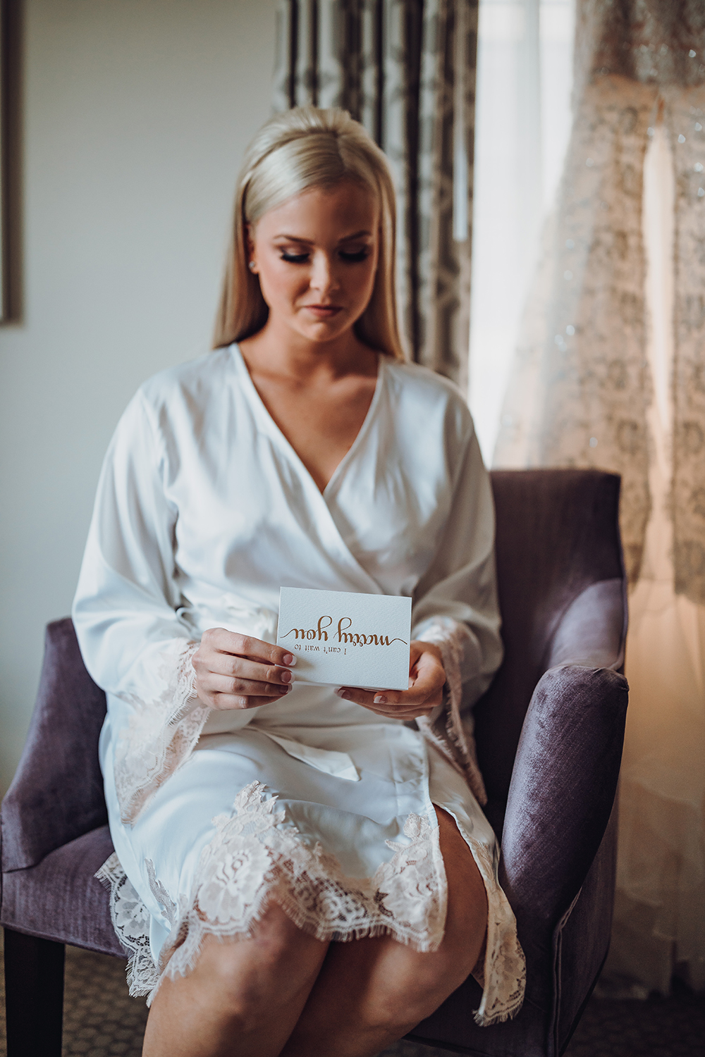 bridal portrait - reading letter